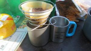山頂で豆を挽いてコーヒータイム